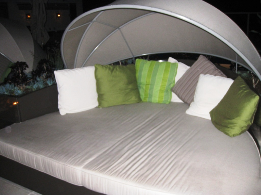Poolside Bed trip notes: pesach 5770 - dansdeals